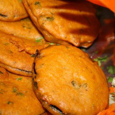 Beignets d'aubergines à la farine de pois chiche