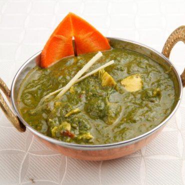 Curry de poulet aux épinard hachés et ses épices
