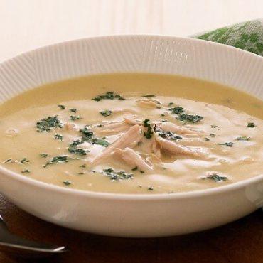 Soupe de poulet parfumée au gingembre