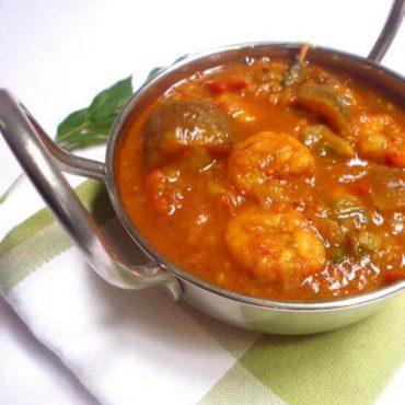 Curry de crevettes avec l'aubergine