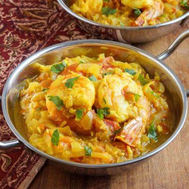 Crevettes cuites dans une sauce. Spécialité de la région Madras