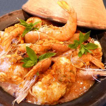 Gambas grillées et servies dans une sauce massala relevée au gingembre, menthe à la façon indienne
