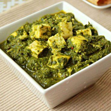 Epinards hachés à l'indienne, préparés avec des cubes de fromage blanc cuit et des épices vertes